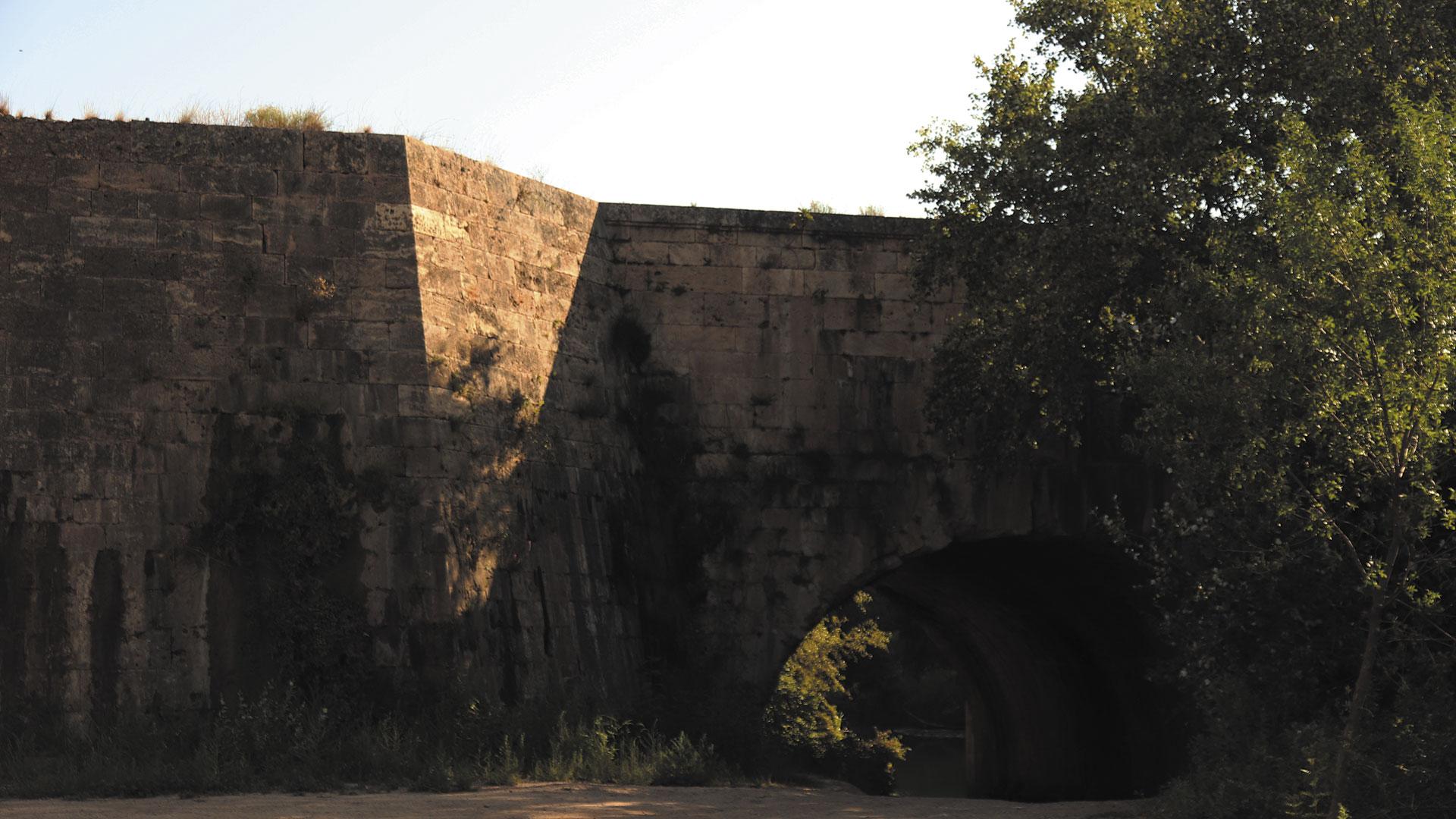 Murallas de Grisén en el paraje natural de El Caracol