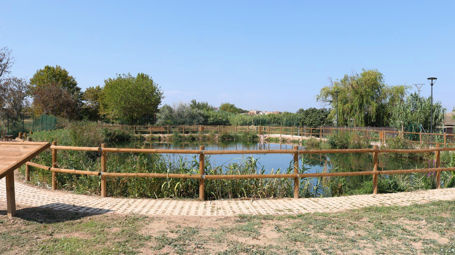 Vista completa de la balsa de Marlofa de La Joyosa en la Ribera Alta del Ebro
