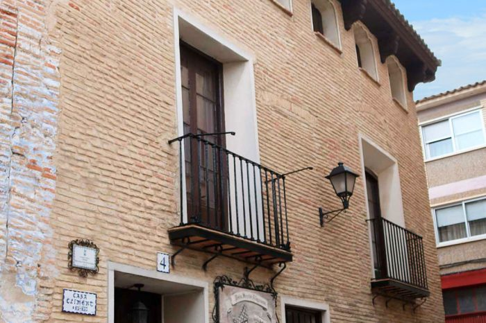 Fachada de la casa Climent de estilo mudéjaren el casco histórico de Alagón