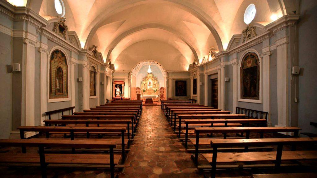 Interior de la ermita de la Virgen del Castillo en Alagón