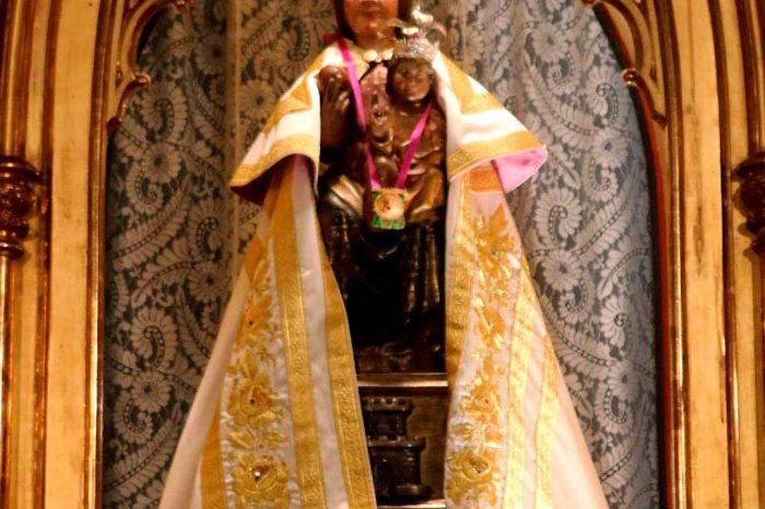 Talla tardorrománica de la Virgen del Castillo en la ermita del Castillo en Alagón