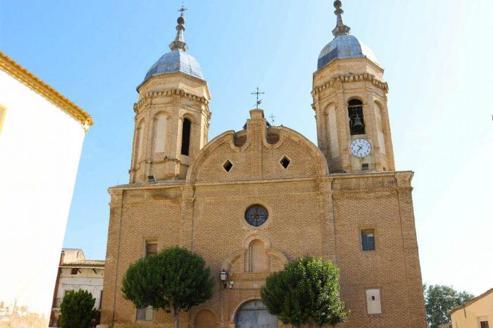 Exterior de la iglesia barroca de la Trinidad en Alcalá de Ebro.