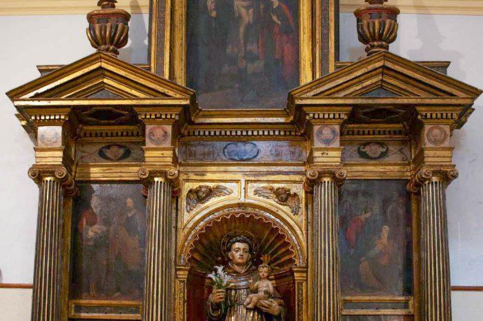 Retablo renacentista dedicado a San Antonio de Padua en la iglesia de la Trinidad de Alcalá de Ebro.
