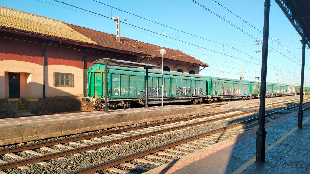 raíles de la estación de ferrocarril en Alagón