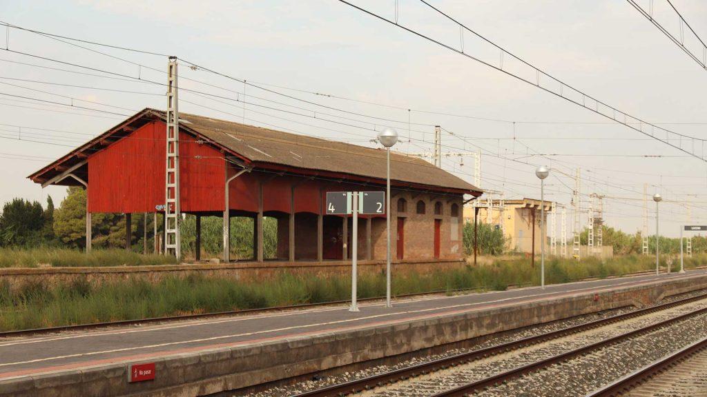 Andenes de la estación de Luceni