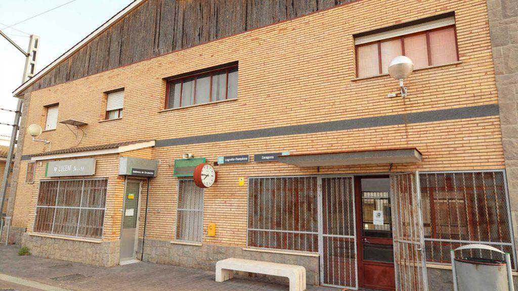 Edificio de viajeros de la estación de Luceni