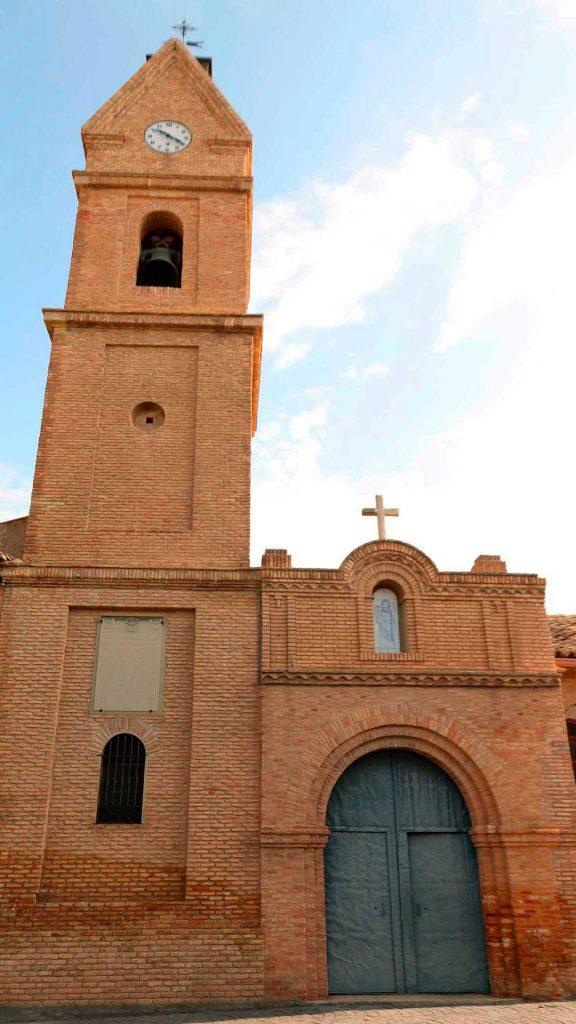 Fachada de la iglesia de la Purificación de Nuestra Señora en Luceni