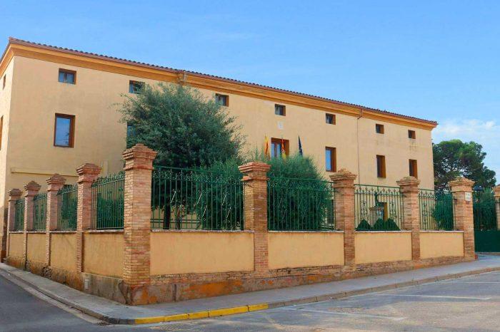Exterior del palacio de los condes de Fuenclara en Luceni