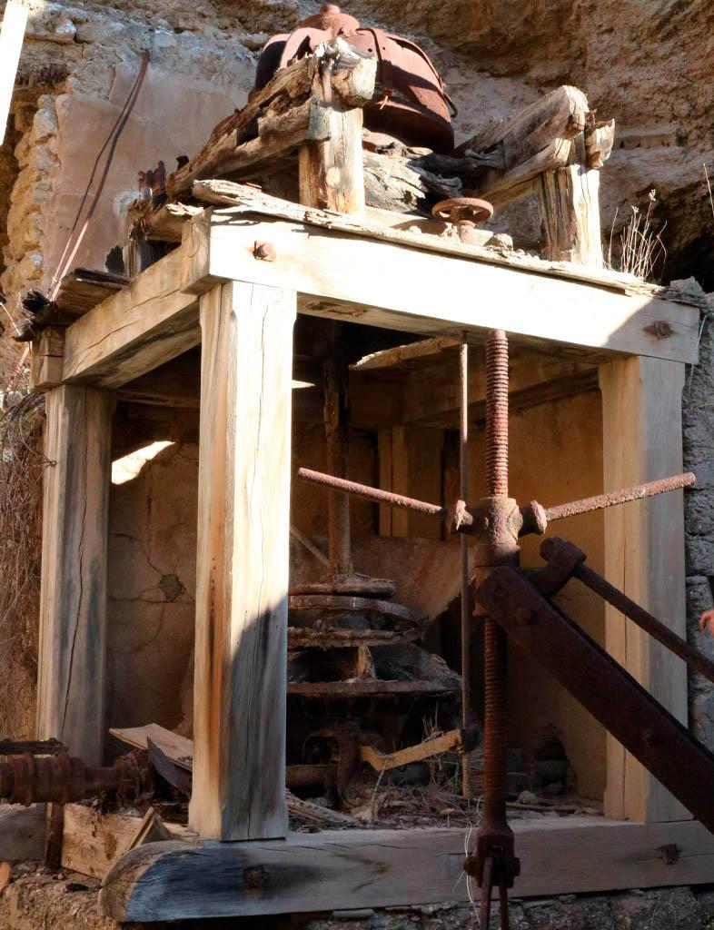Antigua máquina en el barranco de Las Salinas