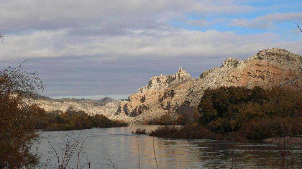 El Ebro, la ribera y El Castellar en Torres de Berrellén.