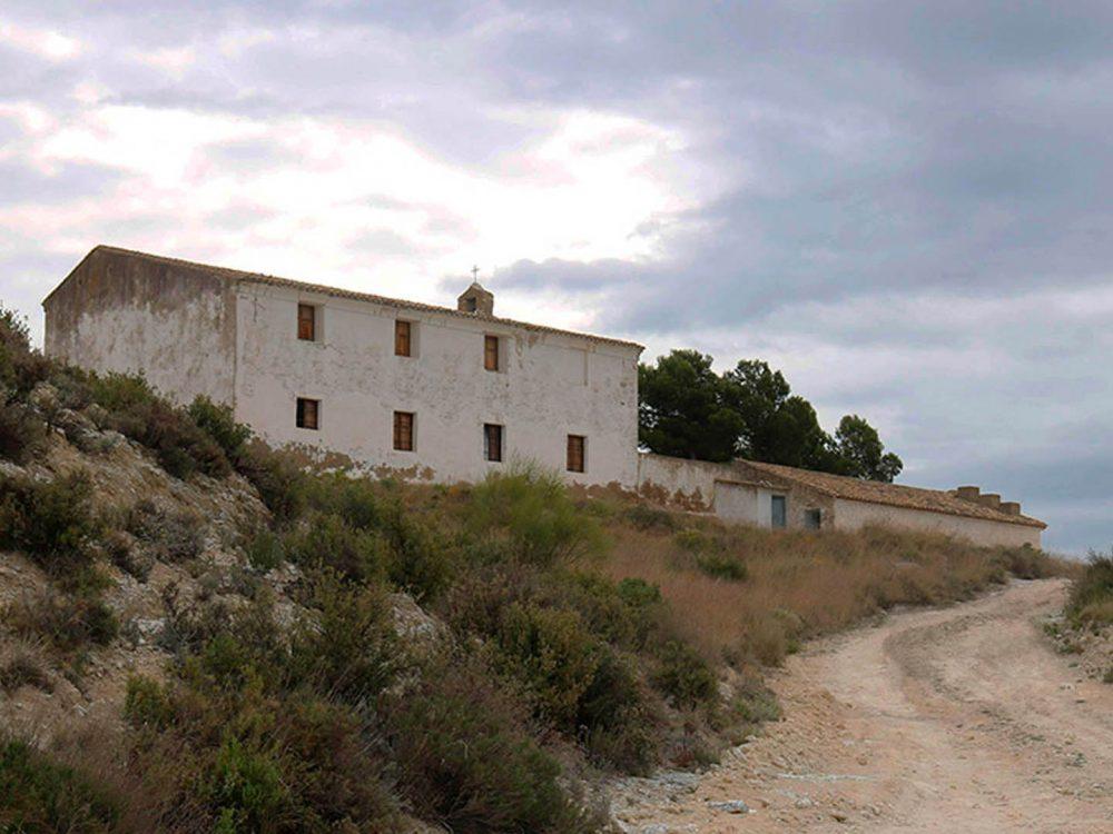 Ermita, flora y montes en la Ribera Alta del Ebro.