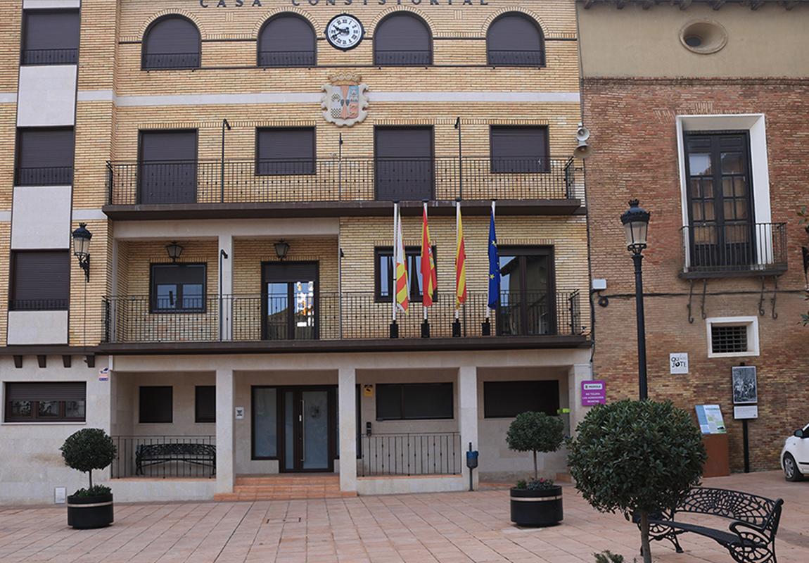 Imagen actual en plaza de España frente al ayuntamiento en Pedrola