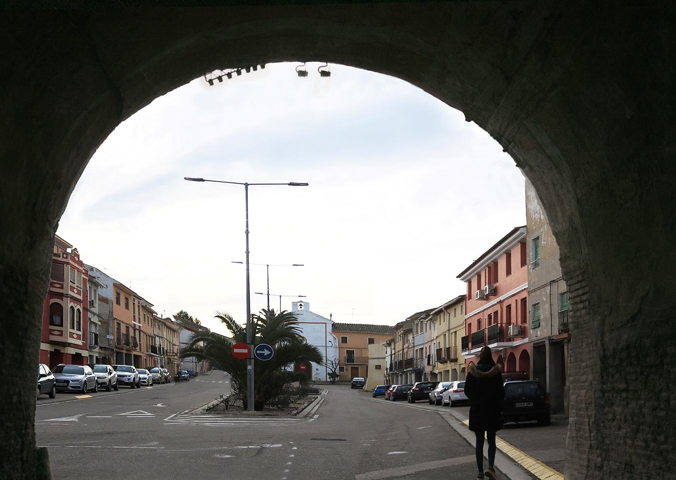 Imagen actual en calle Rocasolano bajo el arco del palacio en Pedrola