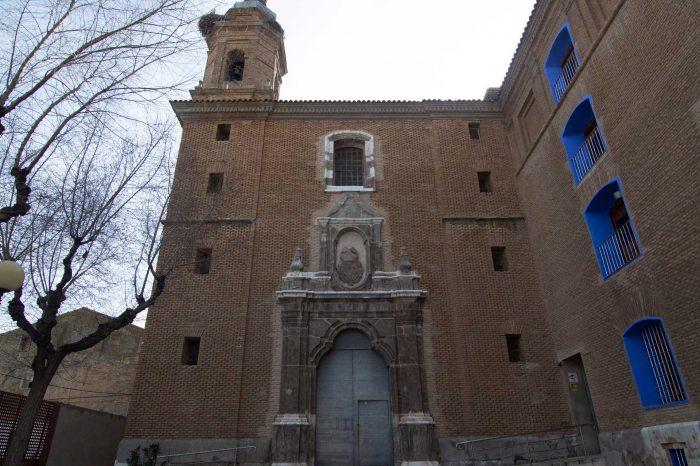 Fachada de la iglesia de San Antonio de Padua en Alagón