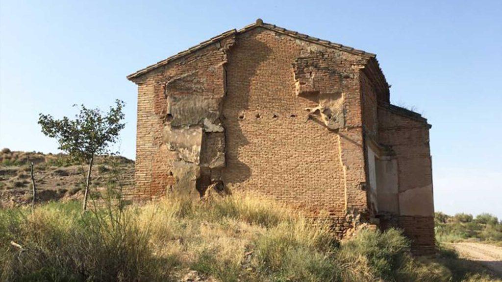Exterior de la ermita de la Virgen de la Ola en Peramán (Bárboles)