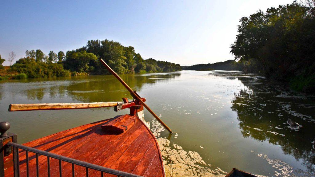 Barca en Boquiñeni para el transporte de personas, cosechas y correo.