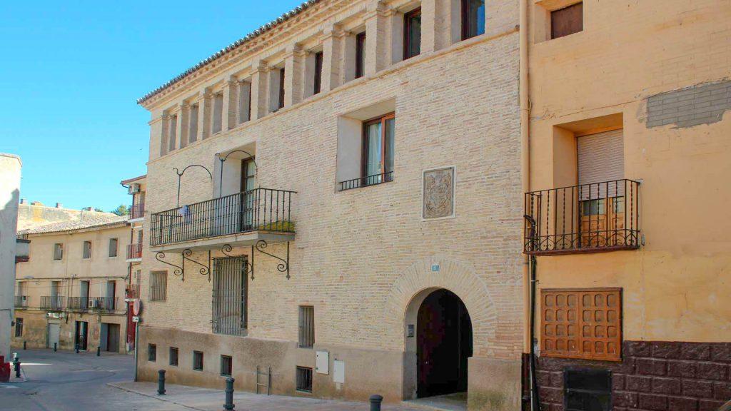 Fachada de la casa del general Ortega de estilo aragonés en Gallur.