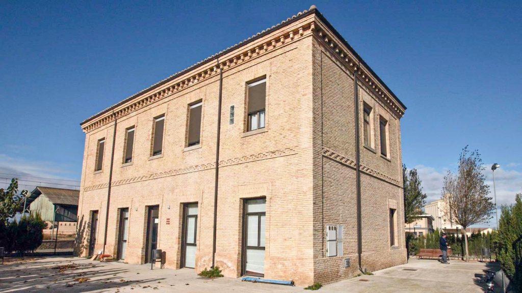 Exterior de la antigua estación de ferrocarril de Gallur.