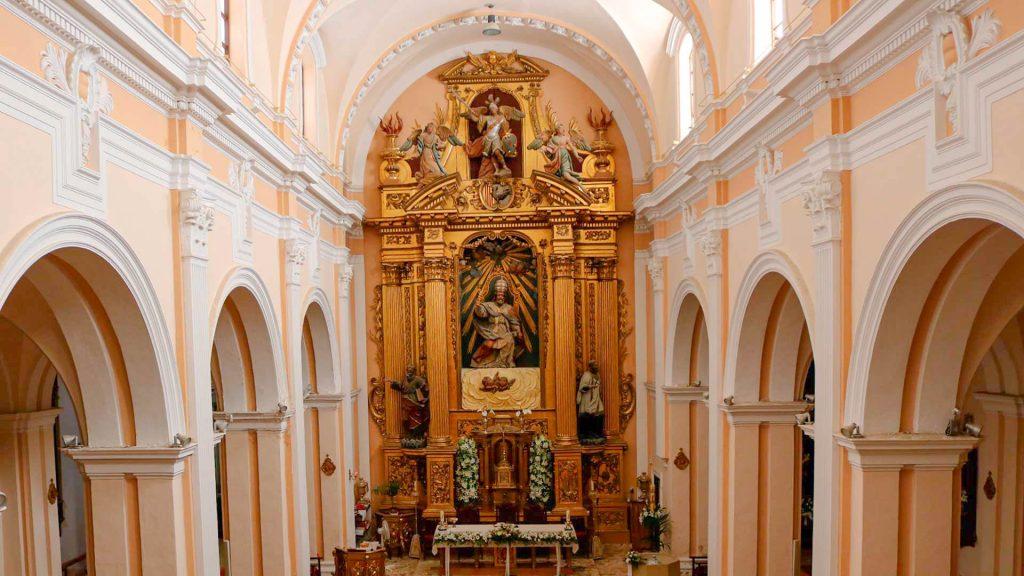 Interior de la nave y cabecera de la iglesia de San Pedro de Antioquía de Gallur.