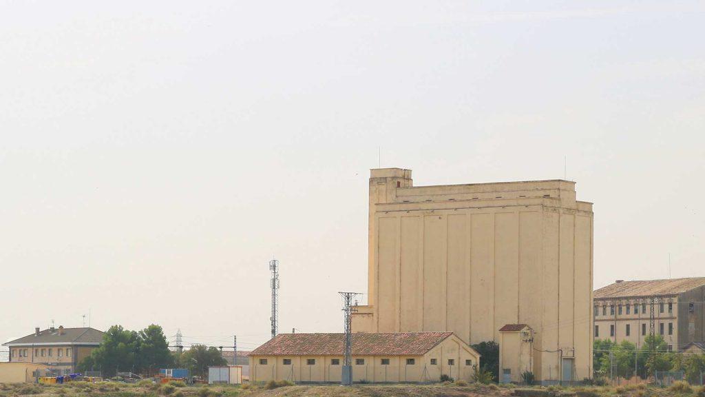 Vista del silo para el almacenamiento de grano en Gallur.
