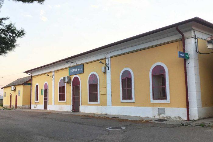 Fachada de la estación de Grisén