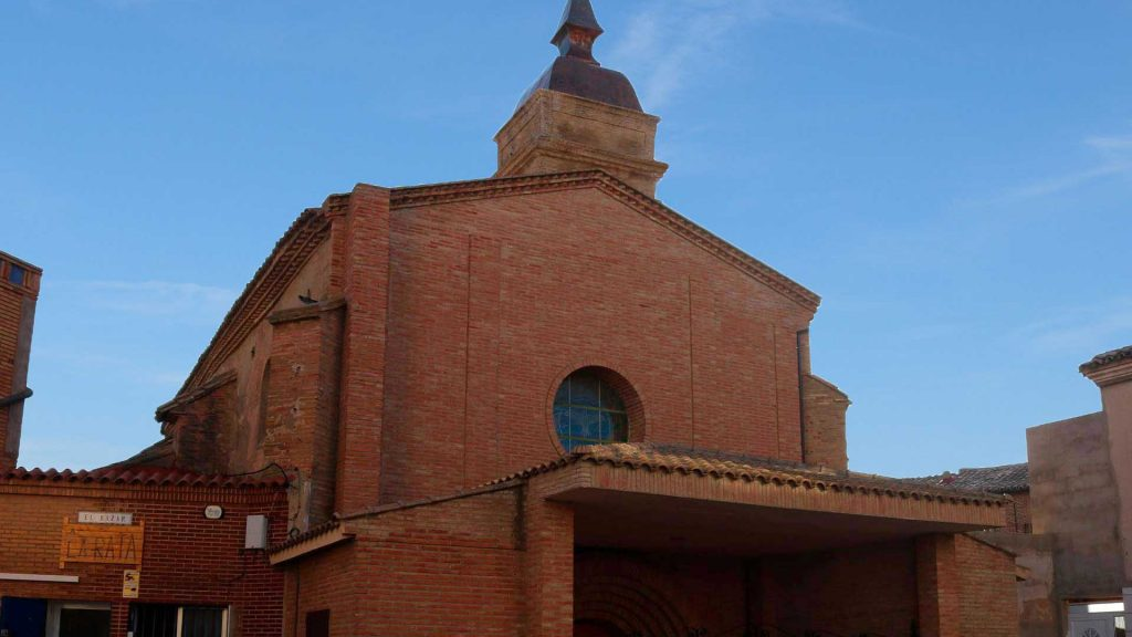 Vista exterior de la iglesia de San Martín de Tours en Grisén