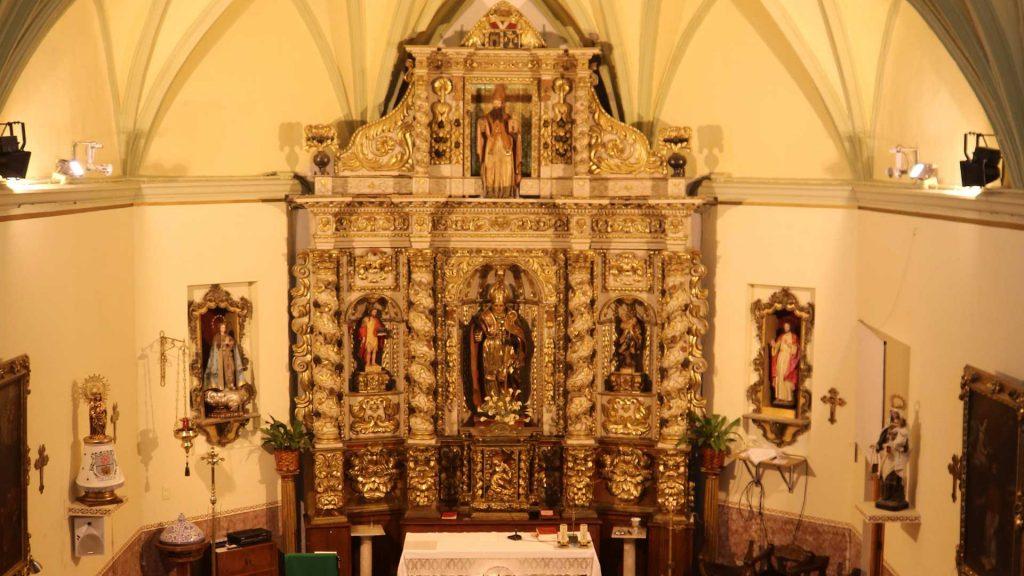 Interior de la iglesia de San Martín de Tours en Grisén