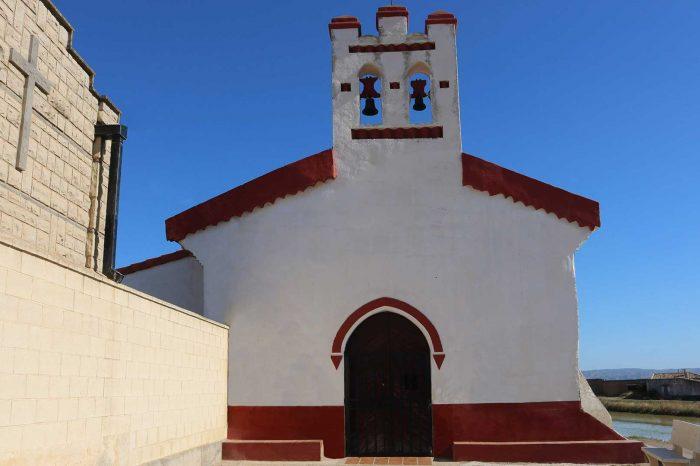 Fachada de la ermita de San Miguel en Grisén
