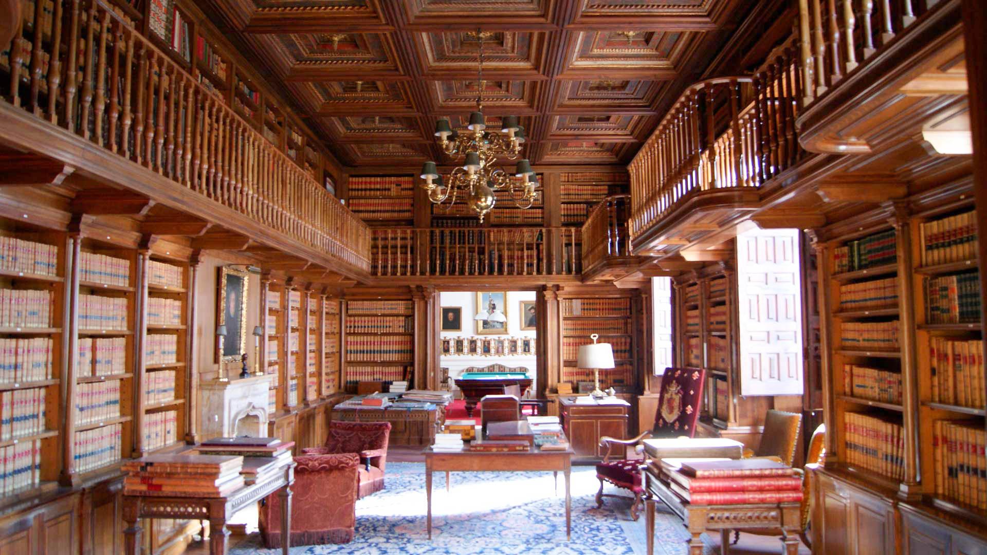 Interior de la biblioteca del palacio de los duques de Villahermosa de Pedrola.