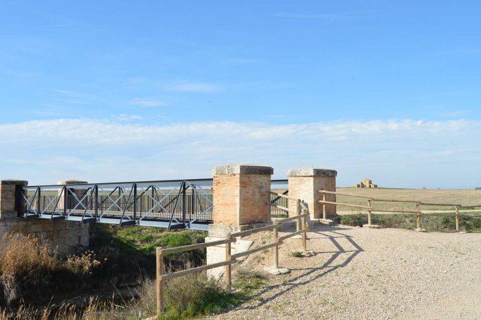 Puente Jubo sobre el Canal Imperial de Aragón en Pinseque