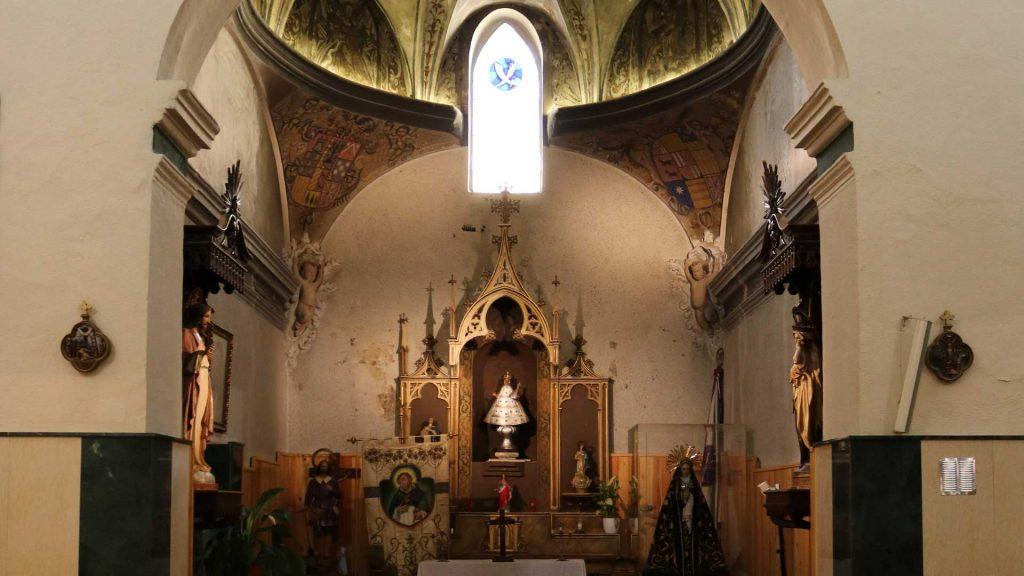 Vista de la capilla de San Pedro de la iglesia de San Pedro Mártir de Verona en Pinseque