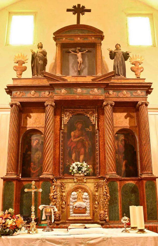 Retablo de San Juan Buatista de la iglesia de San Juan Bautista en Pleitas