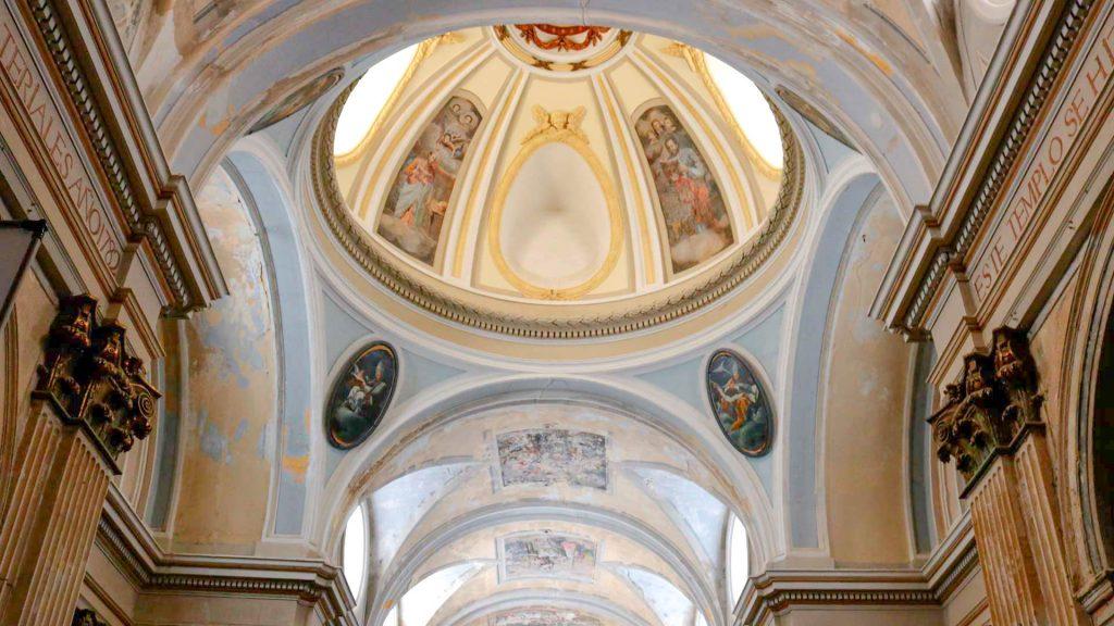 Interior de la iglesia de San Juan Bautista de Remolinos con las pechinas de Goya