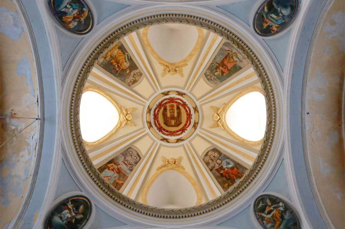 Pechinas de Francisco de Goya bajo la cúpula de la iglesia de San Juan Bautista en Remolinos.