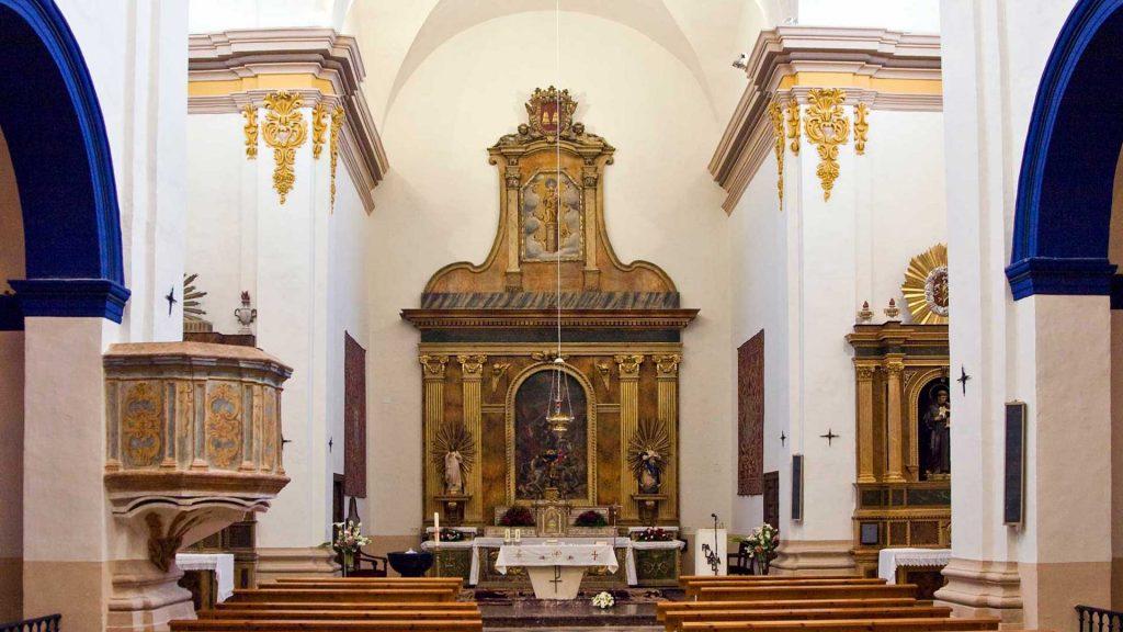 Interior de la iglesia de Santiago Apóstol en Sobradiel