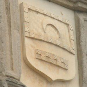 Esucdo sobre la entrada del Palacio de Sos del Rey católico perteneciente a la familia Sada